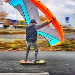 Wingsurfing auf Skateboard